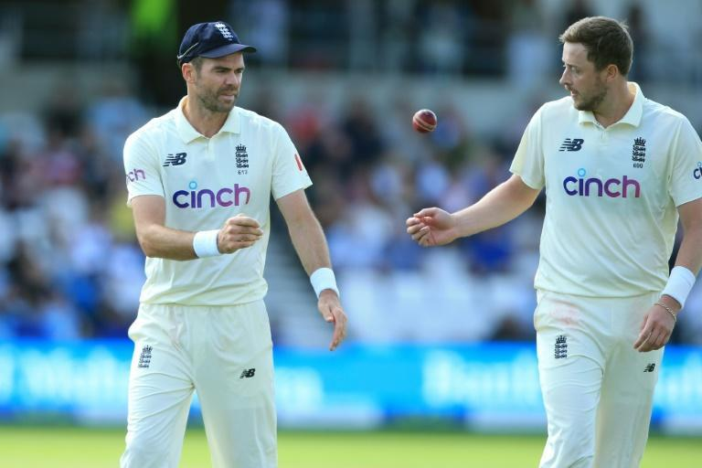 England pacemen Ollie Robinson (right) and James Anderson (AFP/Lindsey Parnaby)