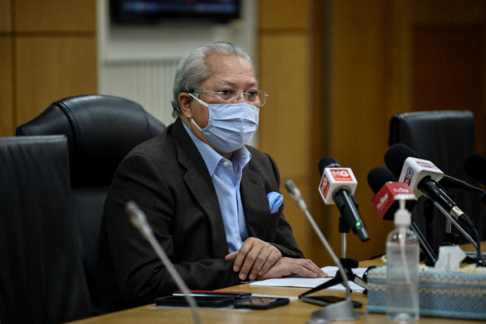 Federal Territories Minister Tan Sri Annuar Musa blamed the public for not taking the virus seriously, citing persistent violations of Covid-19 rules like travelling interstate and interdistrict when it's banned. — Bernama pic