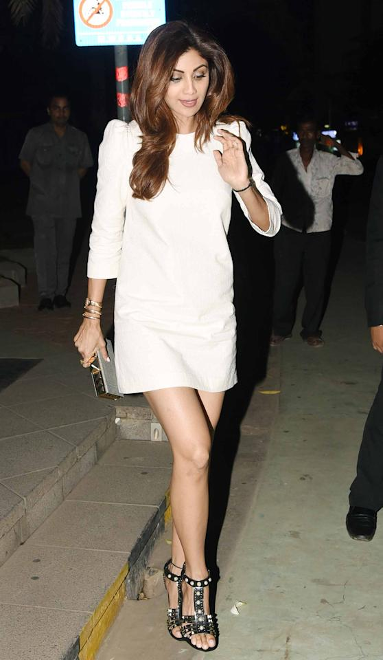 <p>Shilpa Shetty looks ultra chic for a dinner date with husband Raj Kundra, in a white mini dress with puffed sleeves. </p>