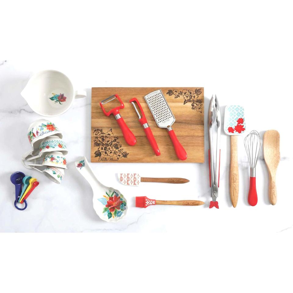 """<br><br><strong>The Pioneer Woman</strong> Spring Bouquet 20-Piece Gadget Set, $, available at <a href=""""https://go.skimresources.com/?id=30283X879131&url=https%3A%2F%2Ffave.co%2F37hKcRO"""" rel=""""nofollow noopener"""" target=""""_blank"""" data-ylk=""""slk:Walmart"""" class=""""link rapid-noclick-resp"""">Walmart</a>"""