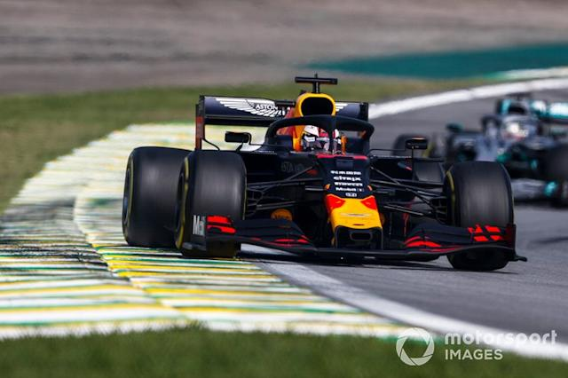 "Max Verstappen, Red Bull Racing RB15 precede Lewis Hamilton, Mercedes AMG F1 W10 <span class=""copyright"">Glenn Dunbar / Motorsport Images</span>"