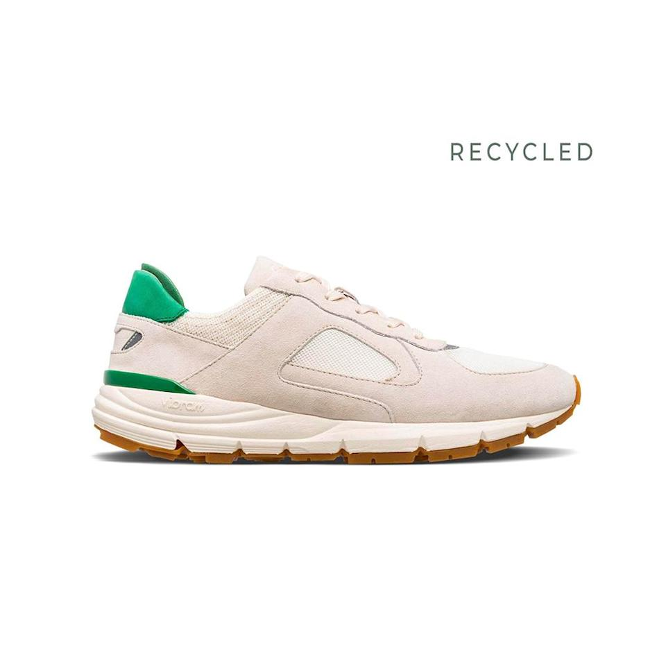 """<p>Prix : 179 euros</p><br><a href=""""https://clae.myshopify.com/collections/recycled-materials/products/edwin-smoke-suede-comfrey"""" rel=""""nofollow noopener"""" target=""""_blank"""" data-ylk=""""slk:Acheter"""" class=""""link rapid-noclick-resp"""">Acheter</a>"""