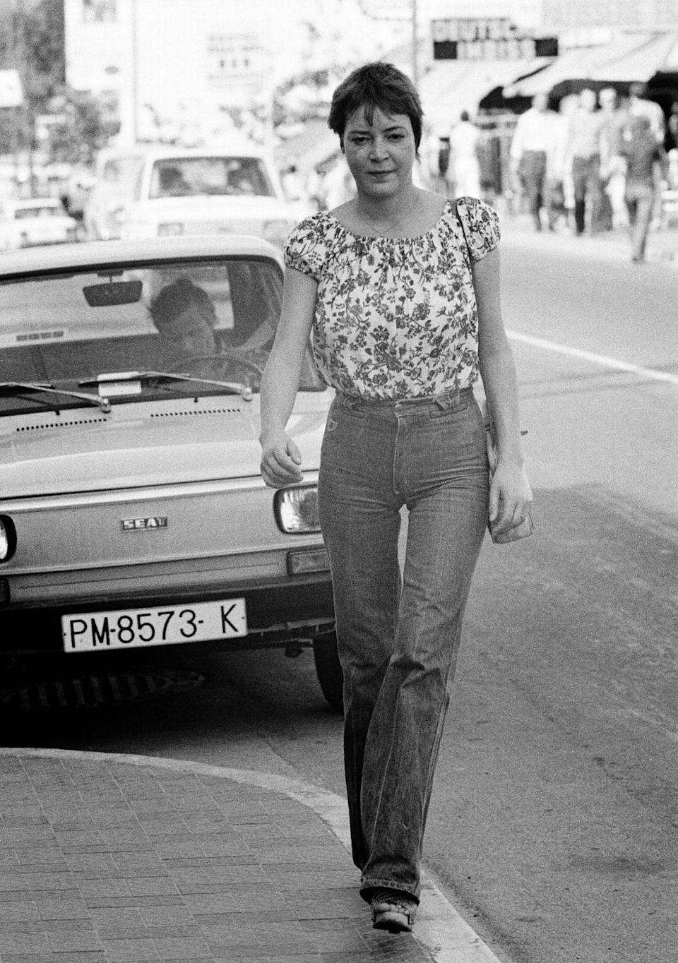 <p>A young woman shopping in Mallorca shows how fitted the waists of jeans had become.</p>