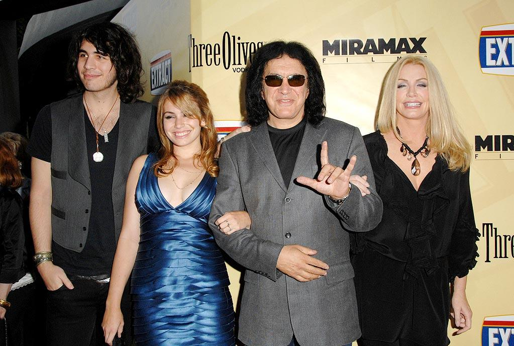 """<a href=""""http://movies.yahoo.com/movie/contributor/1800021241"""">Gene Simmons</a> arrives at the Los Angeles premiere of <a href=""""http://movies.yahoo.com/movie/1810039594/info"""">Extract</a> - 08/24/2009"""