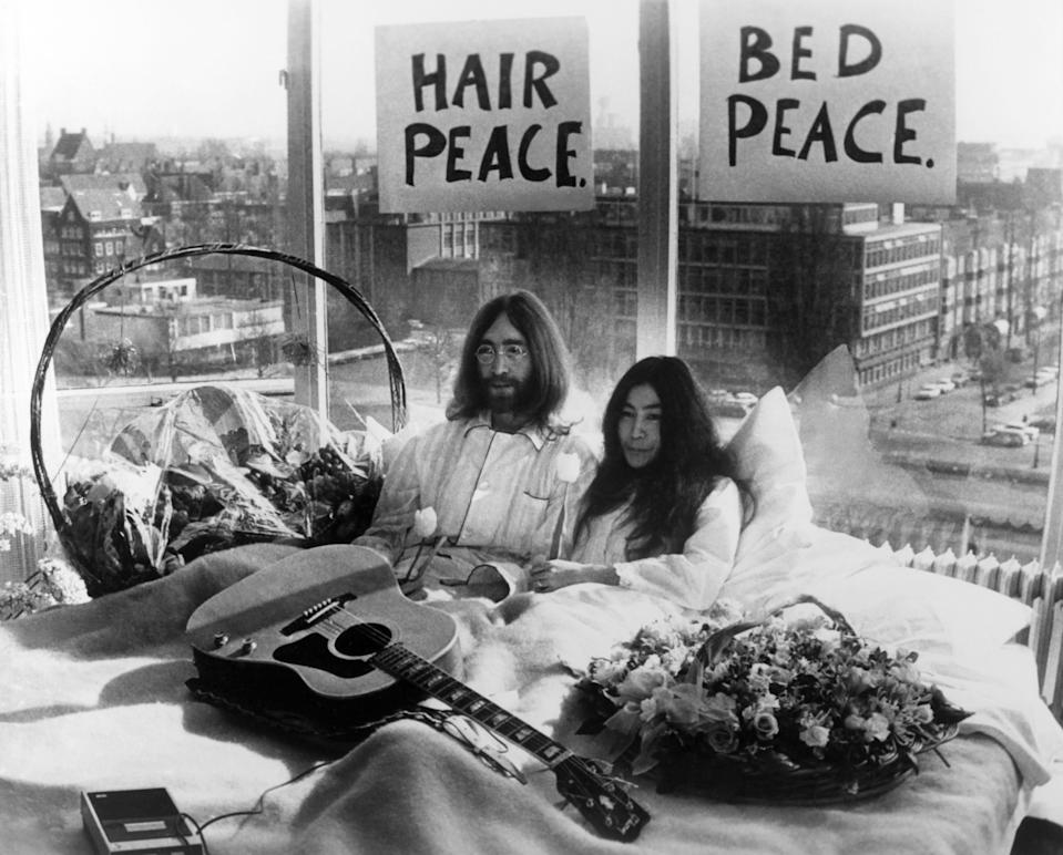 John Lennon and his wife Yoko Ono holding a press conference in their bed at Amsterdam Hilton Hotel, during their honeymoon they are staying in bed for a week against war and violence in the world on March 26, 1969 in Amsterdam, Netherlands.(Photo by Keystone-France/Gamma-Rapho via Getty Images)