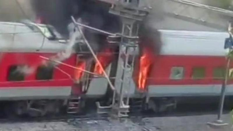 Four coaches of Andhra Pradesh AC Superfast Express catch fire
