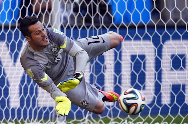 Brazil's goalkeeper Julio Cesar makes a save during the penalty shootout with Chile at The Mineirao Stadium in Belo Horizonte during the 2014 FIFA World Cup on June 28, 2014 (AFP Photo/Fabrice Coffrini )
