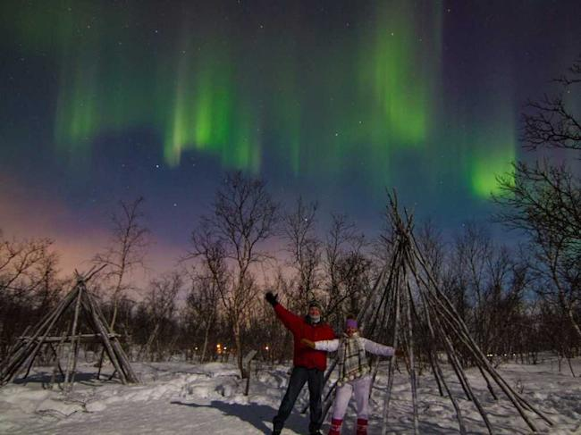 Luxe Adventure Traveler Sweden Northern Lights Header 2
