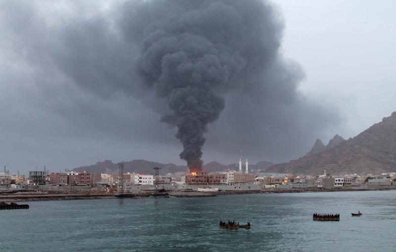 Fire and smoke rises from the Aden oil refinery following a reported shelling attack by Shiite Huthi rebels in the embattled southern Yemeni city of Aden on July 13, 2015 (AFP Photo/Saleh Al-Obeidi)