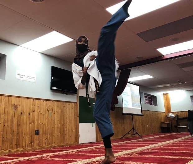Aisha Barise teaches a weekly self-defence class for other Muslim women, organized after a series of daytime attacks in Edmonton.  (Katrine Deniset/Radio-Canada - image credit)