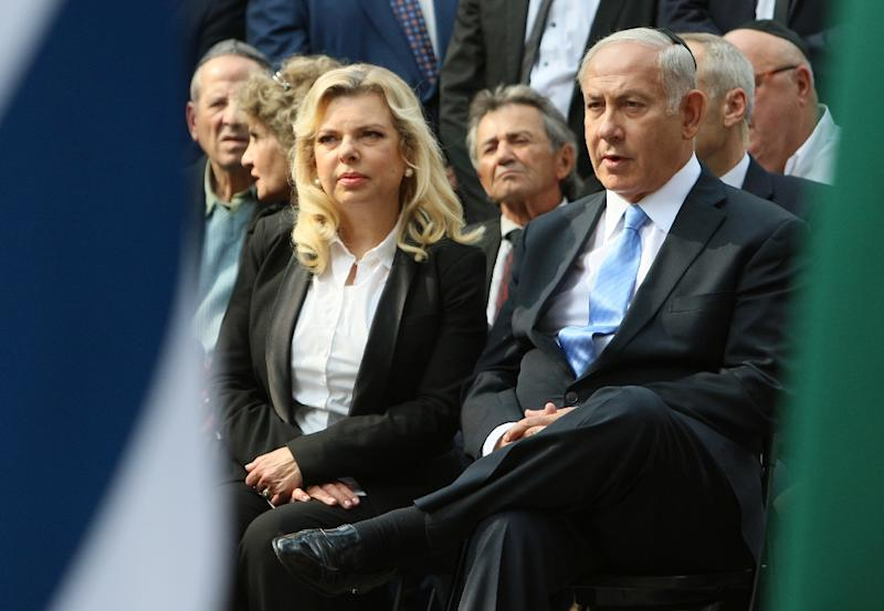 Israeli Prime Minister Benjamin Netanyahu and his wife Sara attend a remembrance ceremony near Vilnius on August 24, 2018 (AFP Photo/Petras Malukas)