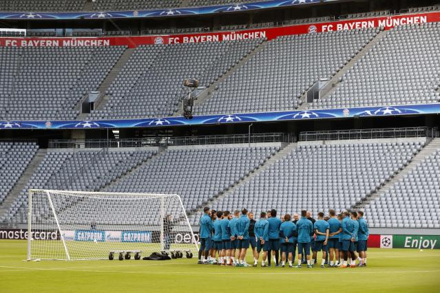 Team Real Madrid gather prior to a training session in Munich, Germany, Tuesday, April 24, 2018. FC Bayern Munich will face Real Madrid for a Champions League semi final first leg soccer match in Munich on Wednesday, April 25, 2018. (AP Photo/Matthias Schrader)