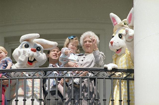 <p>First lady Barbara Bush, granddaughter Marshall Bush, and son Neil Bush are flanked by Easter bunnies as they stand on the White House balcony in Washington, March 27, 1989. (Photo: Bob Daugherty/AP) </p>