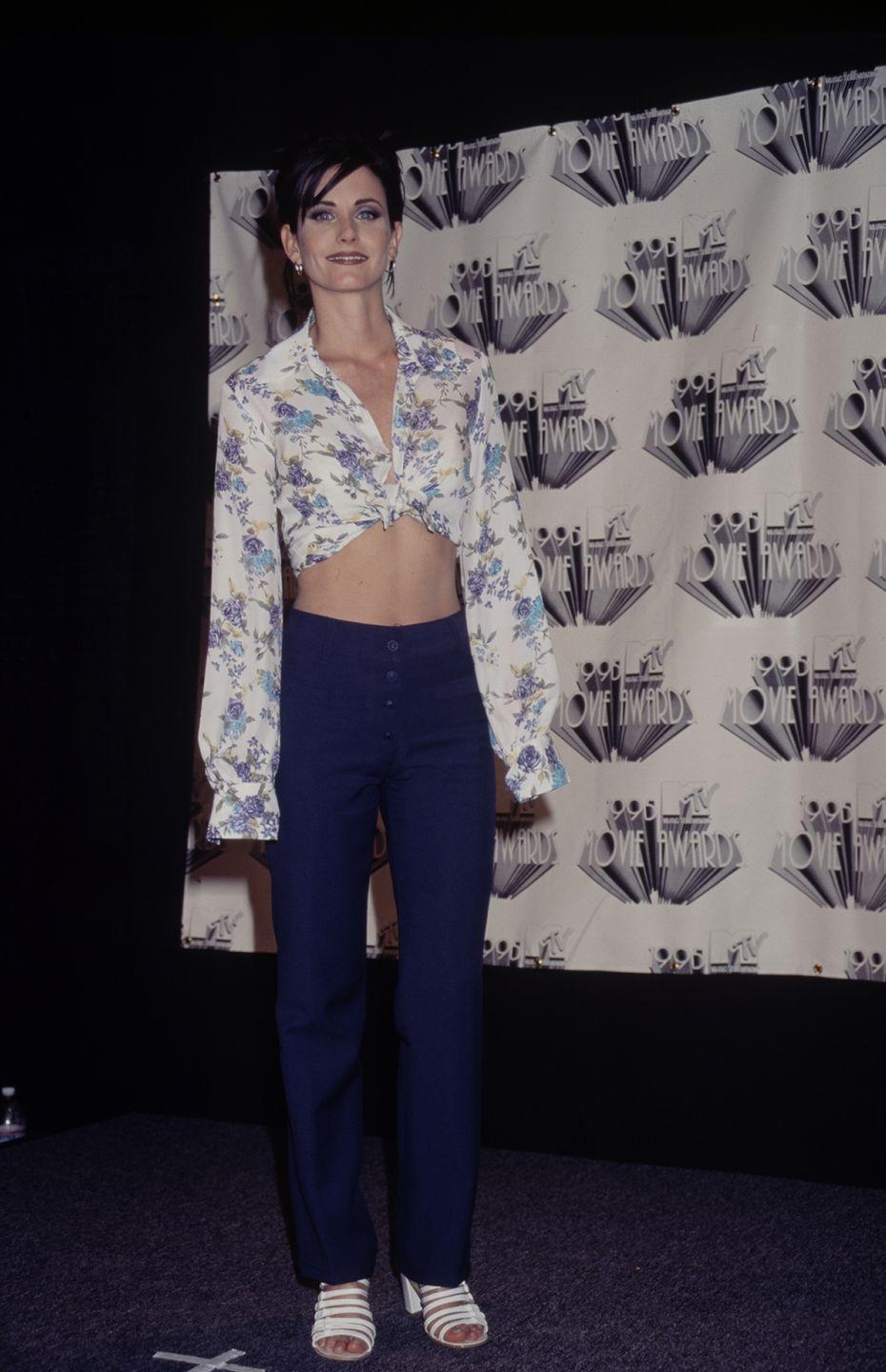 <p>At the MTV Movie Awards, Courteney wore a cropped floral top, high-waisted jeans, and extra-strappy white sandals. </p>