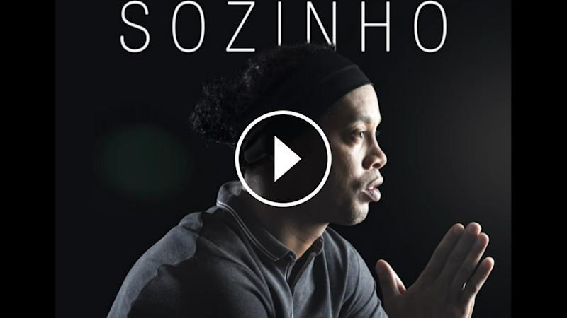 VIDEO: La primera canción de Ronaldinho
