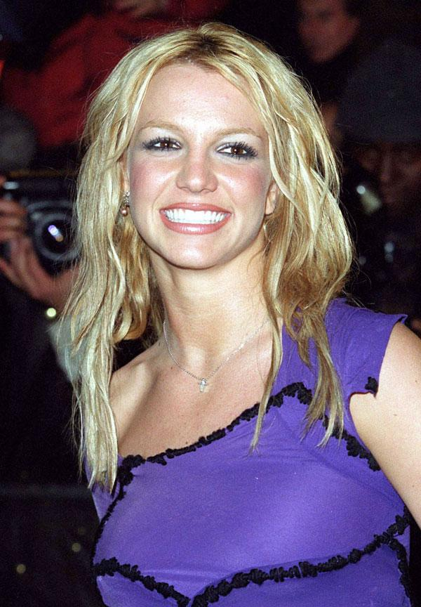 Remember In 2000 When Britney Spears Was Totally Obsessed With This One Accessory