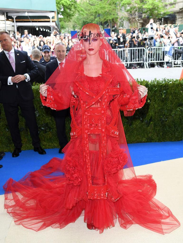 <p>Katy Perry tops the Met Gala's 2017 worst dressed celebrities in too much tulle. <i>(Photo via Getty Images)</i> </p>