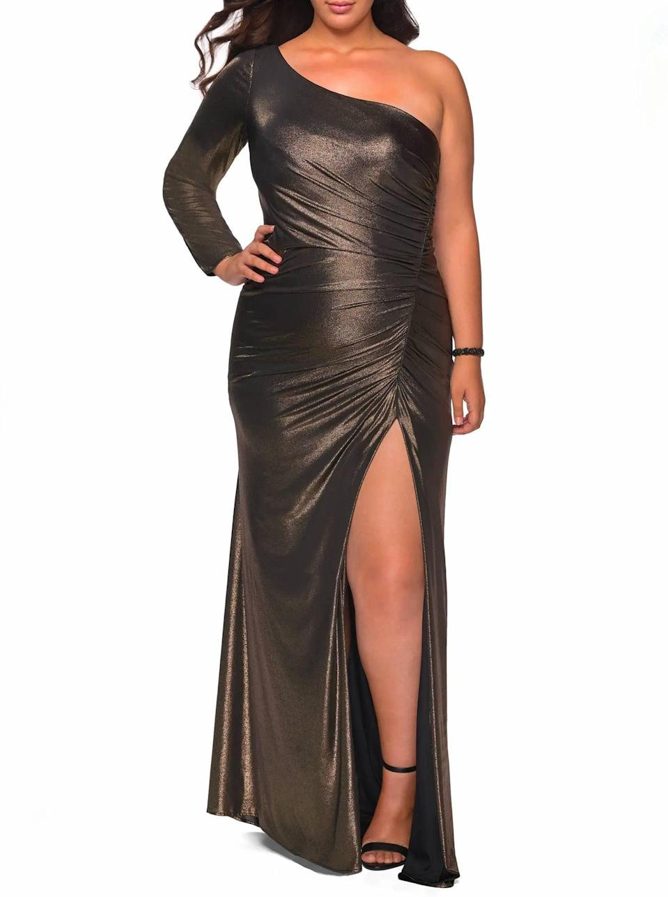 """Okay, go ahead and shut it down in this high-slit, one-sleeved number. Just don't hurt 'em now. $358, Nordstrom. <a href=""""https://www.nordstrom.com/s/la-femme-metallic-one-shoulder-gown-plus-size/5496892"""" rel=""""nofollow noopener"""" target=""""_blank"""" data-ylk=""""slk:Get it now!"""" class=""""link rapid-noclick-resp"""">Get it now!</a>"""