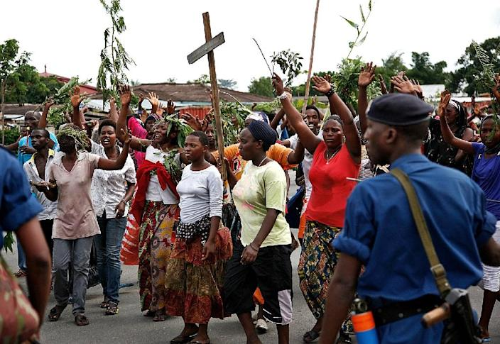 Demonstrators throng the streets of Bujumbura on May 13, 2015 as a top Burundian general announces the overthrow of the president (AFP Photo/Landry Nshimiye)