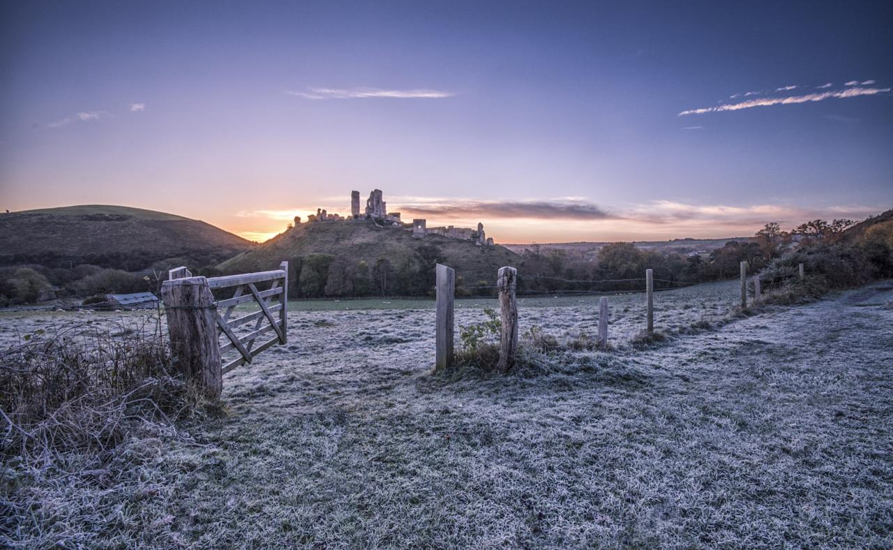 <p>Jack Frost's taken a trip to Corfe Castle in Dorset [SWNS] </p>
