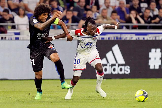 Soccer Football - Ligue 1 - Olympique Lyonnais vs OGC Nice - Groupama Stadium, Lyon, France - May 19, 2018 Lyon's Bertrand Traore in action with Nice's Dante REUTERS/Emmanuel Foudrot
