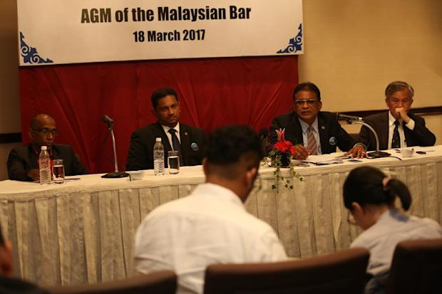 (From left) Malaysian Bar treasurer Ravi Nekoo, Vice President Abdul Fareed Gafoor, President George Varughese and Honorary Secretary Roger Chan Weng Keng holding a press conference in Kuala Lumpur March 18, 2017. — Picture by Saw Siow Feng