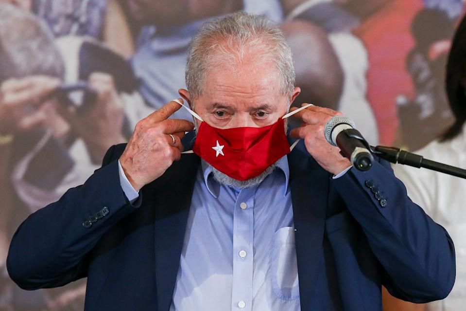 SAO BERNARDO DO CAMPO, BRAZIL - MARCH 10: Luiz Inacio Lula da Silva, Brazil's former president, puts on his face mask during a press conference after convictions against him were annulled at the Sindicato dos Metalurgicos do ABC on March 10, 2021 in Sao Bernardo do Campo, Brazil. Minister Edson Fachin, of the Federal Supreme Court, annulled on Monday the criminal convictions against former leftist President Luiz Inacio Lula da Silva on the grounds that the city of Curitiba court did not have the authority to try him for corruption charges and he must be retried in federal courts in the capital, Brasilia. The decision means Lula regains his political rights and would be eligible to run for office in 2022. (Photo by Alexandre Schneider/Getty Images)