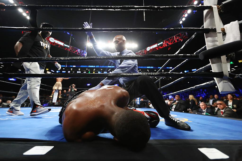 Charles Hatley is knocked out in the sixth round by Jermell Charlo (AFP Photo/AL BELLO)