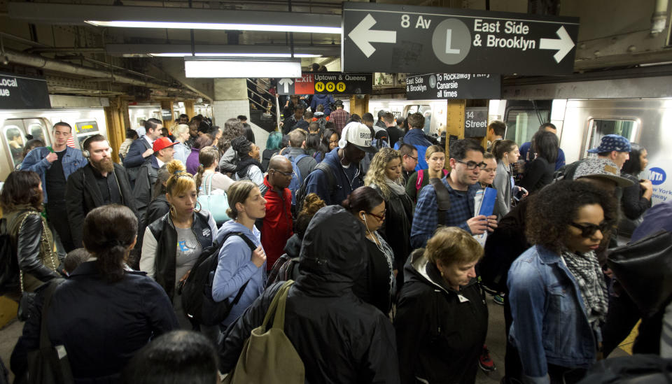 L train commuters work their way across a crowded subway platform in New York, May 2016. (Photo: Mark Lennihan/AP)