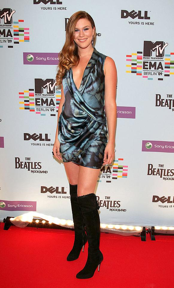 """Joss Stone strutted her stuff in a silky draped frock and sexy suede boots. Venturelli/<a href=""""http://www.wireimage.com"""" target=""""new"""">WireImage.com</a> - November 5, 2009"""