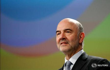 FILE PHOTO - European Economic and Financial Affairs Commissioner Pierre Moscovici holds a news conference at the EU Commission's headquarters in Brussels, Belgium, March 21, 2018.  REUTERS/Francois Lenoir