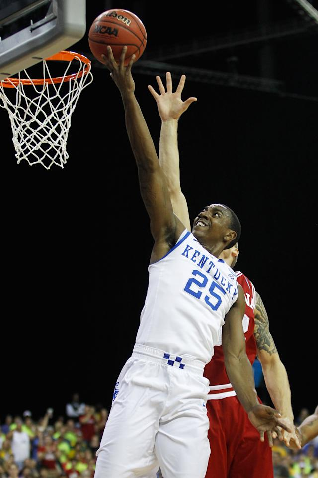 ATLANTA, GA - MARCH 23:  Marquis Teague #25 of the Kentucky Wildcats shoots against the Indiana Hoosiers in the first half during the 2012 NCAA Men's Basketball South Regional Semifinal game at the Georgia Dome on March 23, 2012 in Atlanta, Georgia.  (Photo by Streeter Lecka/Getty Images)