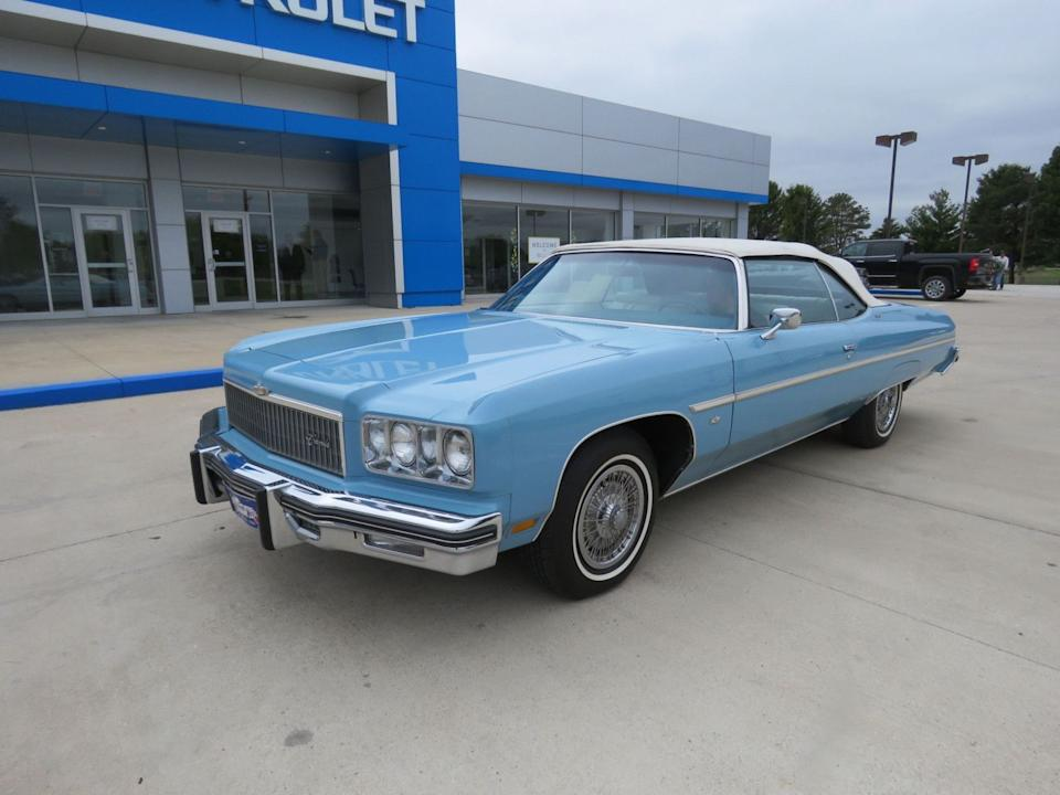 "<img src=""don-1975-caprice.jpg"" alt=""A 1975 Caprice Classic Convertible"">"