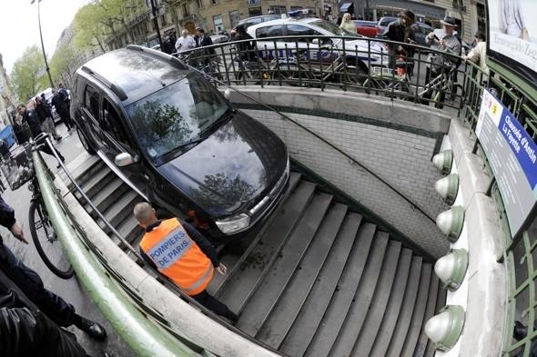 Driver gets stuck mistaking underground train stairs for car park