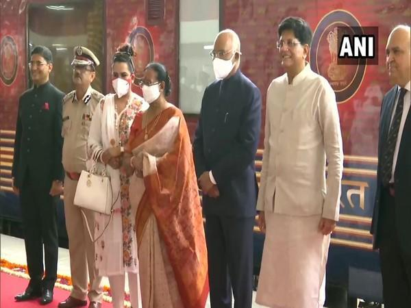 President Ram Nath Kovind along with his wife Savita Devi Kovind are traveling in a special train from Delhi to Lucknow (Photo/ANI)