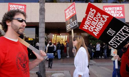 FILE PHOTO: Audience members line up as striking Writers Guild of America members picket in front of NBC studios in Burbank, California, U.S. on January 2, 2008. REUTERS/Phil McCarten/File Photo
