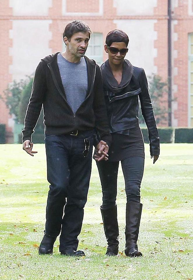 """X17Online.com reports that """"after a string of failed marriages,"""" Halle Berry is """"close to walking down the aisle again with her latest beau Olivier Martinez."""" According to the website, """"The 44-year-old Oscar-winning actress cruised around Los Angeles with, what appears to be, a massive engagement ring."""" For the inside scoop from a Berry pal on the actress' rock, click over to <a href=""""http://www.gossipcop.com/halle-berry-engagement-ring-engaged-olivier-martinez/"""" target=""""new"""">Gossip Cop</a>. Crystal/<a href=""""http://www.infdaily.com"""" target=""""new"""">INFDaily.com</a> - September 29, 2010"""