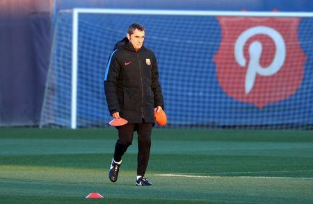 Soccer Football - Champions League - FC Barcelona Training - Ciutat Esportiva Joan Gamper, Barcelona, Spain - December 4, 2017 Barcelona coach Ernesto Valverde during training REUTERS/Sergio Perez