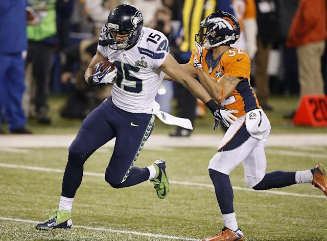 Denver Broncos cornerback Tony Carter (32) misses a tackle as Seattle Seahawks' Jermaine Kearse (15) runs for a touchdown during the second half of the NFL Super Bowl XLVIII football game Sunday, Feb. 2, 2014, in East Rutherford, N.J. (AP Photo/Kathy Willens)