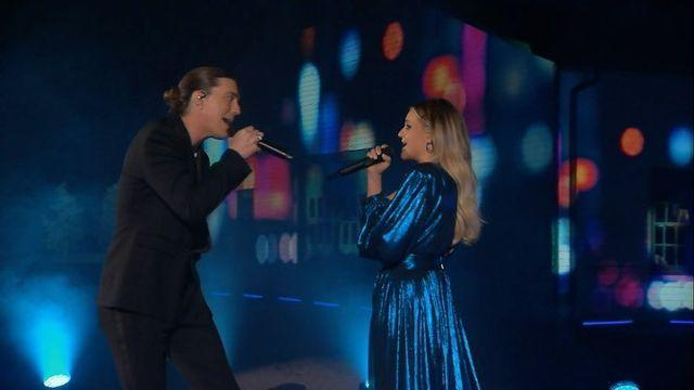 """<p>Kelsea Ballerini and Paul Klein of LANY got swept up in a storm of emotion when they performed """"I Quit Drinking"""" and ended the ballad with a storm on stage. </p>"""