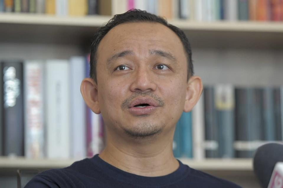 In a Twitter post, Maszlee Malik asked Senior Minister Mohd Radzi Md Jidin to explain, since students and lecturers are still on campus despite the announcement of the cluster. — Picture by Shafwan Zaidon
