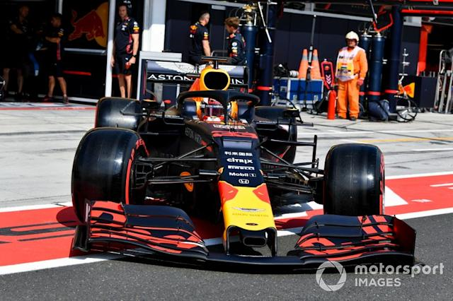 """Max Verstappen, Red Bull Racing RB15 nella pit lane <span class=""""copyright"""">Mark Sutton / Sutton Images</span>"""