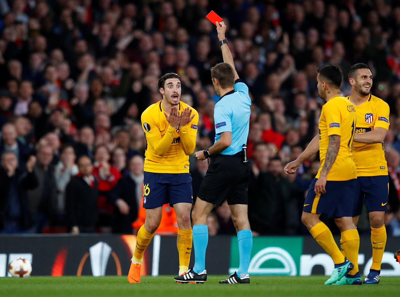 Soccer Football - Europa League Semi Final First Leg - Arsenal vs Atletico Madrid - Emirates Stadium, London, Britain - April 26, 2018   Atletico Madrid's Sime Vrsaljko is shown a yellow card by referee Clement Turpin   REUTERS/Eddie Keogh