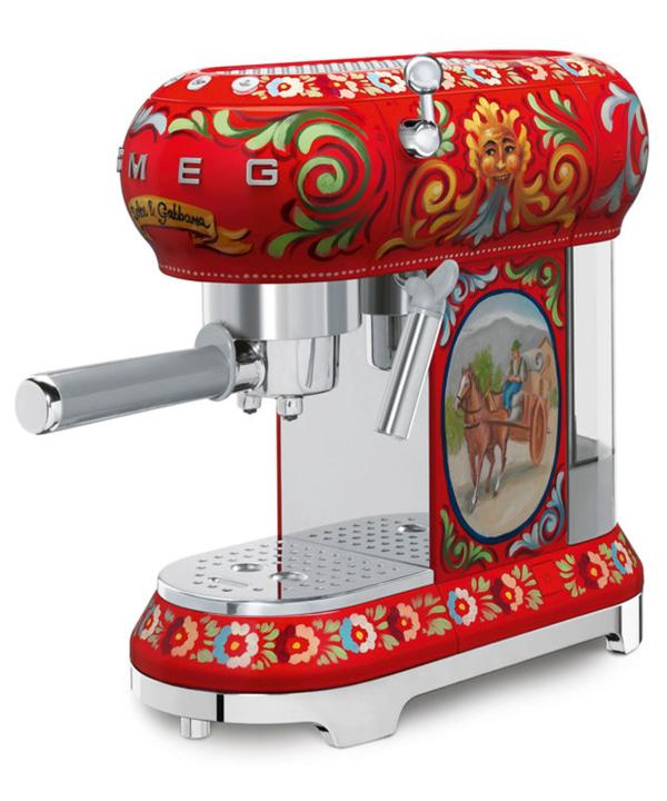 This horse-drawn carriage-emblazoned machinecarries a colorful punch almost as strong as the espresso it makes.