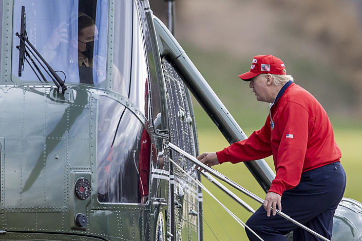 STERLING, VIRGINIA - NOVEMBER 27: US President Donald Trump walks to Marine One at Trump National Golf Club on November 27, 2020 in Sterling, Virginia. President Trump heads to Camp David for the weekend after playing golf. (Photo by Tasos Katopodis/Getty Images) (Photo by Tasos Katopodis/Getty Images)