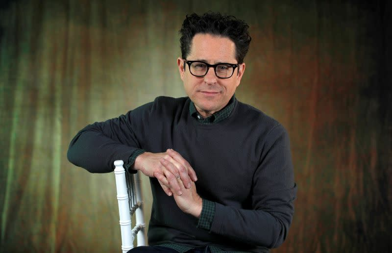 "El director J.J. Abrams posa para un retrato mientras promociona la película ""Star Wars: The Rise of Skywalker"" en Pasadena, California"