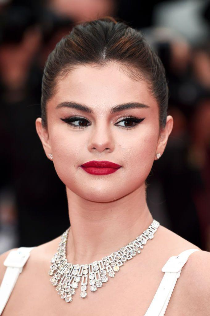 <p>The cat eye is an iconic makeup look for a reason! While it has taken on many forms, there's no doubt that winged eyeliner (and a bright lip) are classic, beautiful makeup option for a wedding day. Selena Gomez channels Old Hollywood style here.</p>