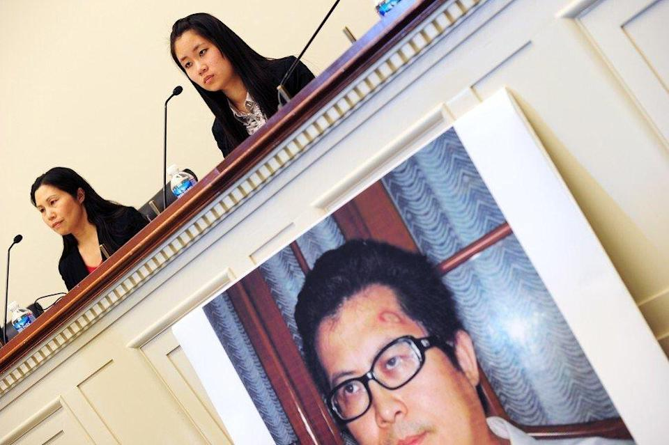Zhang Qing (left) and her daughter Yang Tianjiao speak at a press conference in Washington in 2013. Photo: AFP