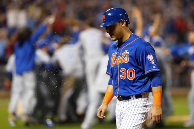 New York Mets' Michael Conforto leaves the pitch after the defeat by the Kansas City Royals at Citi Field on November 1, 2015 (AFP Photo/Elsa)