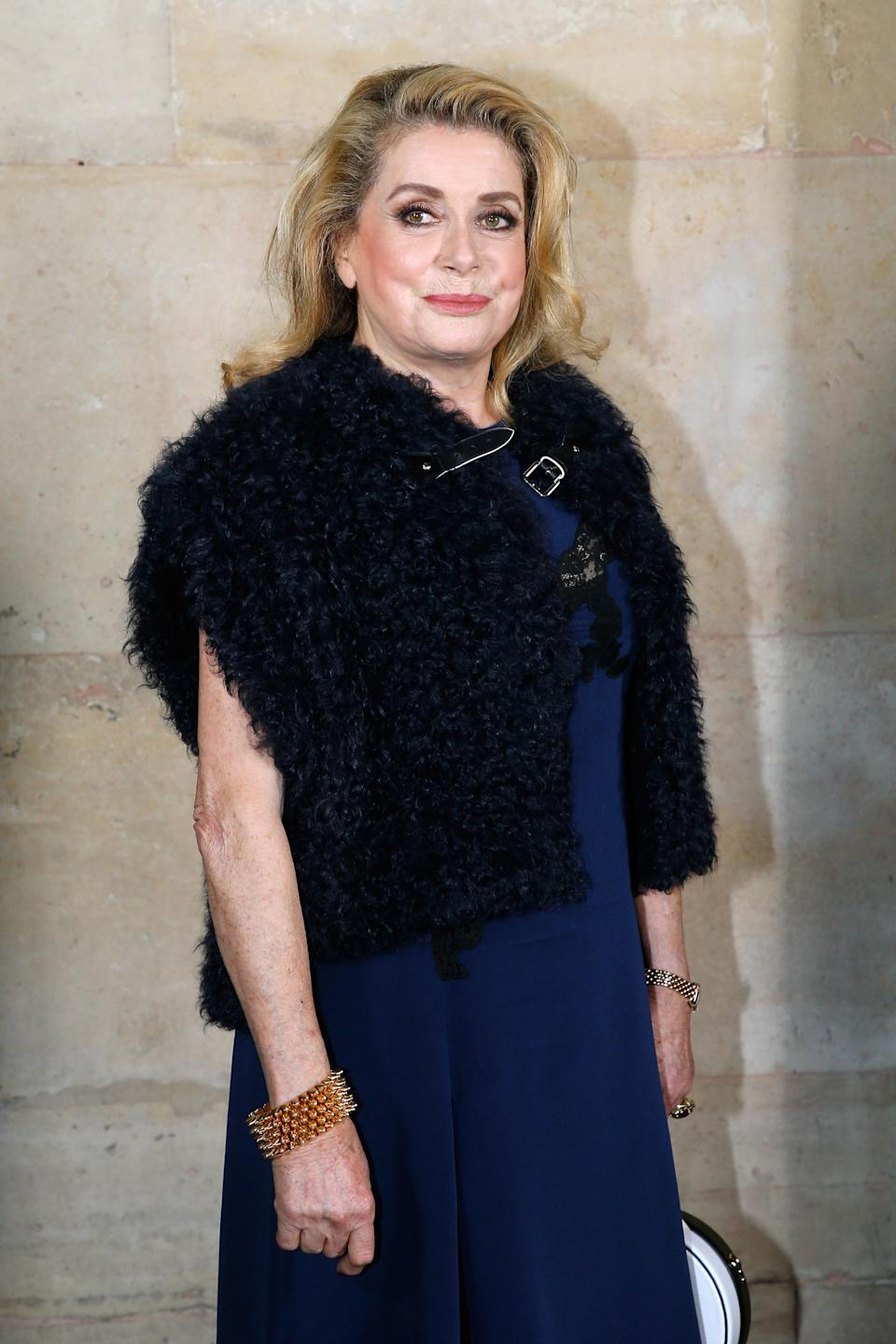 <p>Catherine Deneuve est venue admirer la nouvelle collection Louis Vuitton. (Getty) </p>